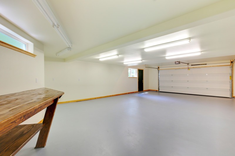 The Importance of Seasonal Garage Door Maintenance